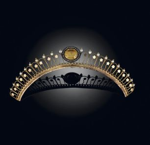 Antique tiara or diadem in 18K gold in a graduated, openwork design with a citrine