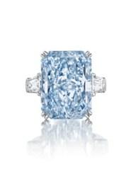 2016_NYR_12181_0261_000(a_magnificent_colored_diamond_ring)cullianan dream